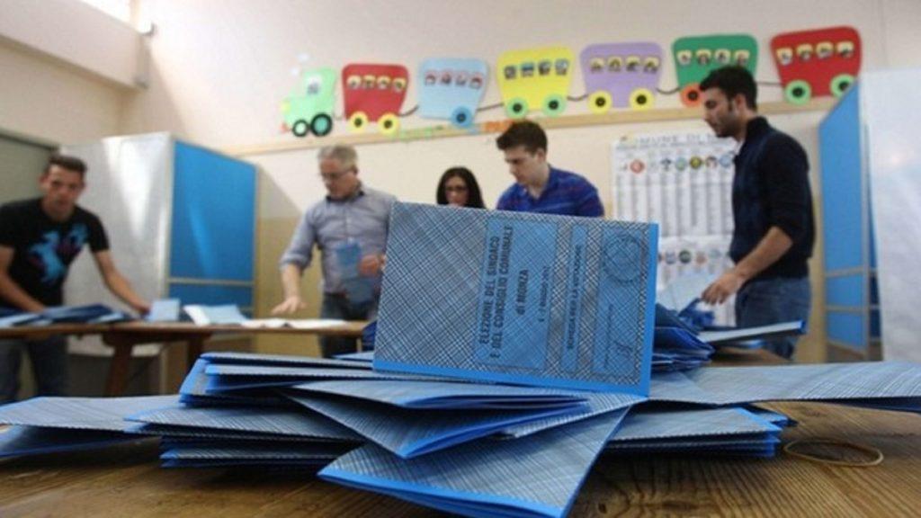 Spoglio delle schede elettorali tramite il software a lettura ottica QuestioBuilderX per l'acquisizione automatica dei voti in tempo reale